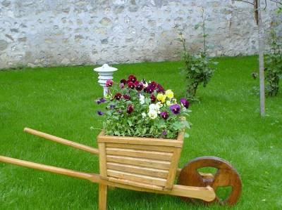 Эксклюзивные поделки для сада своими